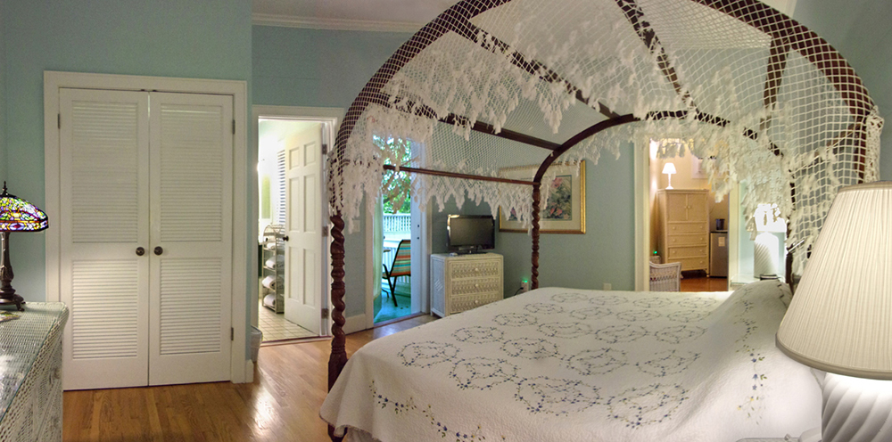 Canopy bed in room 304. Opens in a photo gallery pop out.